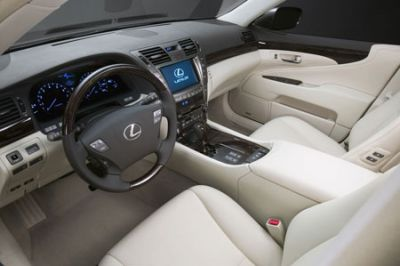Lexus LS460 3